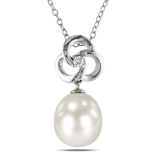 Miadora Sterling Silver White Pearl and Diamond Flower Necklace (H-I, I2-I3) (9-9.5 mm)
