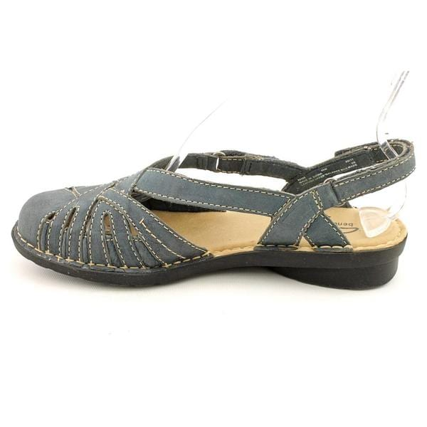 Shop Clarks Women's 'Nikki Rotary' Leather Sandals Narrow