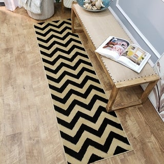 Chevron Design Black and Ivory Rug (2'7 x 10' Runner)