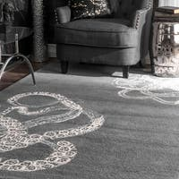 nuLOOM Handmade Octopus Tail Faux Silk/ Wool Grey Rug (7'6 x 9'6) - 7'6 x 9'6