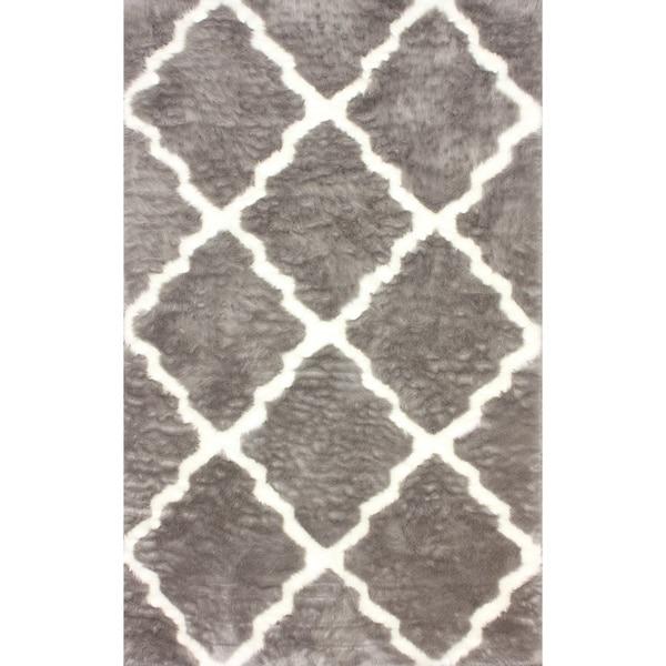 nuLOOM Modern Faux Sheepskin Lattice Trellis Grey Shag Rug (7'6 x 9'6)