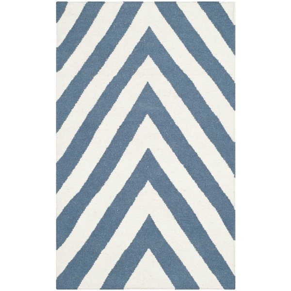Safavieh Hand-woven Moroccan Reversible Dhurries Blue/ Ivory Wool Rug - 2'6 x 4'