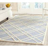 Safavieh Handmade Moroccan Cambridge Crisscross-pattern Light Blue/ Ivory Wool Rug (4' x 6') - 4' x 6'