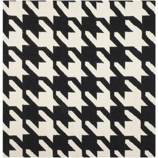 Safavieh Hand-woven Moroccan Reversible Dhurries Black/ Ivory Wool Rug (6' Square)