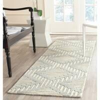 "Safavieh Handmade Moroccan Chatham Gray/ Ivory Geometric Wool Rug - 2'3"" x 7'"