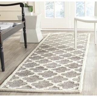 Safavieh Handmade Precious Silver Wool/ Polyester Rug (2'6 x 10')