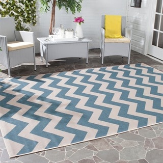 Safavieh Courtyard Chevron Blue/ Beige Indoor/ Outdoor Rug (4' Square)