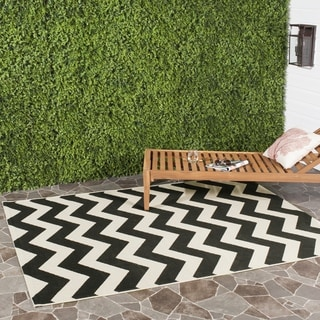 Safavieh Indoor/ Outdoor Courtyard Chevron-pattern Black/ Beige Rug (4' Square)