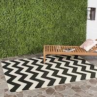 Safavieh Courtyard Chevron Black/ Beige Indoor/ Outdoor Rug - 4' x 4' Square