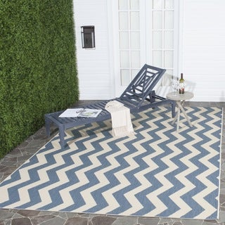 Safavieh Indoor/ Outdoor Courtyard Chevron-pattern Blue/ Beige Rug (4' Square)