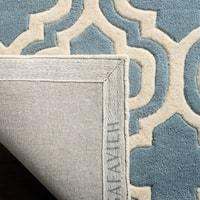 Safavieh Handmade Moroccan Chatham Contemporary Blue/ Ivory Wool Rug - 5' x 5' round