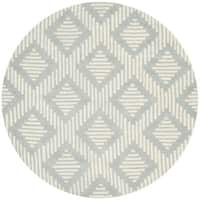 Safavieh Handmade Moroccan Chatham Gray/ Ivory Wool Rug with 0.5-Inch Pile - 5' Round