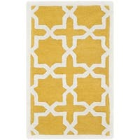 Safavieh Handmade Moroccan Cambridge Gold/ Ivory Wool Rug (2' x 3') - 2' x 3'