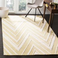 Safavieh Handmade Moroccan Cambridge Light Gold/ Ivory Wool Rug - 6' x 9'