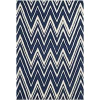 Safavieh Handmade Moroccan Cambridge Zigzag-pattern Navy/ Ivory Wool Rug - 6' x 9'