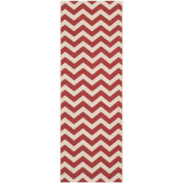 Safavieh Courtyard Chevron Red Indoor/ Outdoor Rug - 2'3 x 6'7