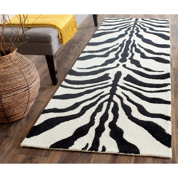 "Safavieh Handmade Moroccan Cambridge Ivory/ Black Wool Rug - 2'6"" x 8'"