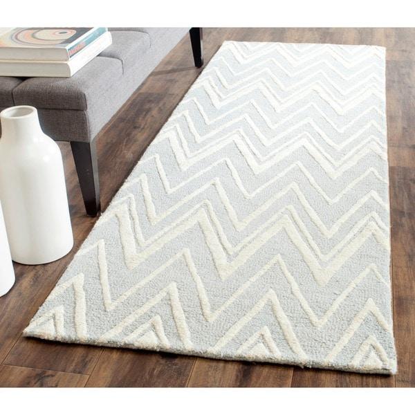 Safavieh Handmade Moroccan Cambridge Grey/ Ivory Wool Rug (2'6 x 8') - 2'6 x 8'