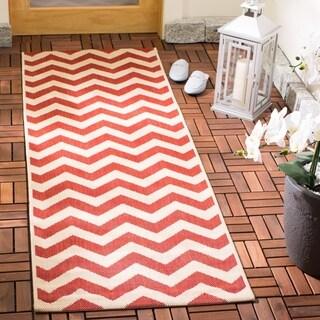 Safavieh Courtyard Chevron Red Indoor/ Outdoor Rug (2'3 x 8')
