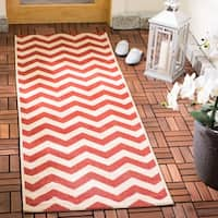 Safavieh Courtyard Chevron Red Indoor/ Outdoor Rug - 2'3 x 8'