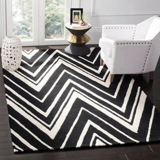 Safavieh Handmade Moroccan Cambridge Zigzag-pattern Black/ Ivory Wool Rug (8' x 10')