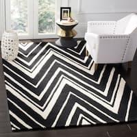 Safavieh Handmade Moroccan Cambridge Zigzag-pattern Black/ Ivory Wool Rug - 8' x 10'