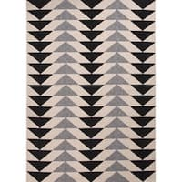 "Maverick Indoor/ Outdoor Geometric Black/ Cream Area Rug (7'11"" X 10') - 7'11 x 10'"