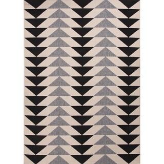 "Maverick Indoor/ Outdoor Geometric Black/ Cream Area Rug (7'11"" X 10') - 7'11 x 10'"