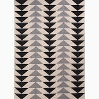 Maverick Indoor/ Outdoor Geometric Black/ Cream Area Rug - 5.3 x 7.6