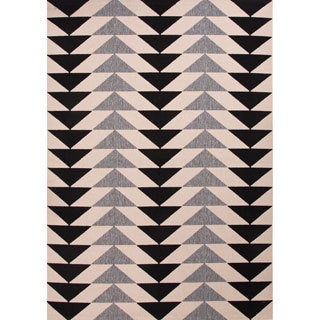 "Maverick Indoor/ Outdoor Geometric Black/ Cream Area Rug (4' X 5'3"")"