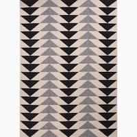 "Maverick Indoor/ Outdoor Geometric Black/ Cream Area Rug - 2' x 3'7"""