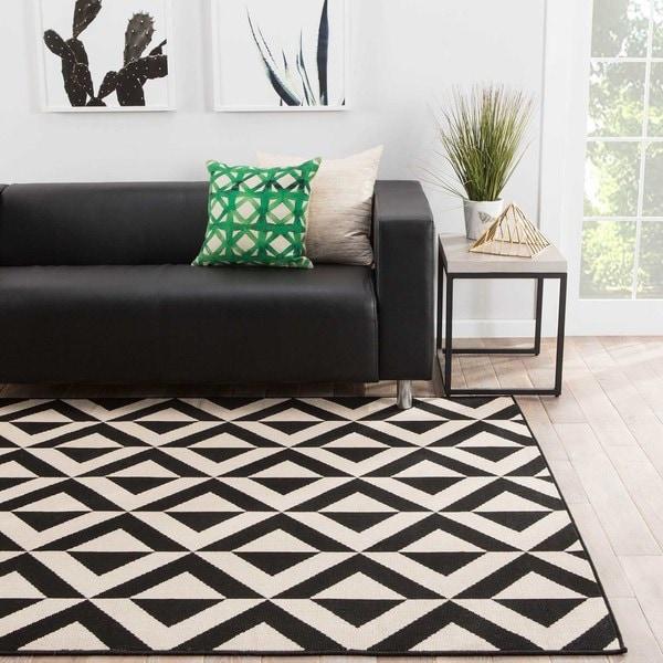 Merveilleux Venti Indoor/ Outdoor Geometric Black/ Cream Area Rug   5u0026#x27;3