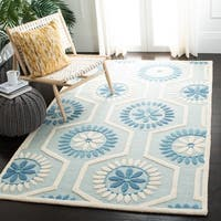 Safavieh Handmade Moroccan Cambridge Geometric-pattern Blue/ Ivory Wool Rug - 4' x 6'