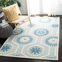 Safavieh Handmade Moroccan Cambridge Geometric-pattern Blue/ Ivory Wool Rug - 4' x 6'