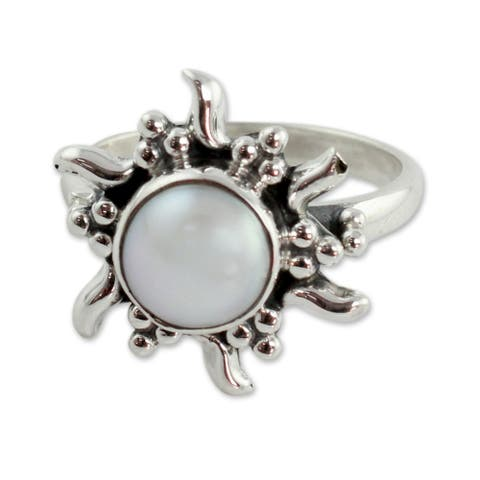 Handmade Sterling Silver 'Quiet Sun' Cultured Pearl Ring (8 mm) (India)