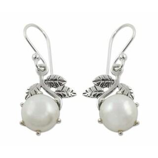 Handmade Sterling Silver 'Forbidden Fruit' Pearl Earrings (10 mm) (India)