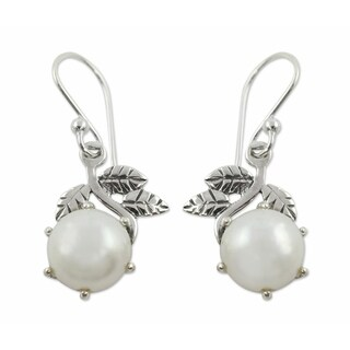 Handmade Sterling Silver 'Forbidden Fruit' Pearl Earrings (10 mm) (India)