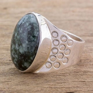 Handmade Sterling Silver Men's 'Verdant Night' Jade Ring (Guatemala)