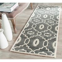 "Safavieh Handmade Moroccan Chatham Trellis-pattern Dark Gray/ Ivory Wool Rug - 2'-3"" X 7'"
