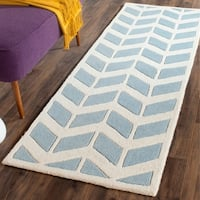 Safavieh Handmade Moroccan Chatham Blue/ Ivory Wool Rug with Durable Backing - 2'3 x 7'