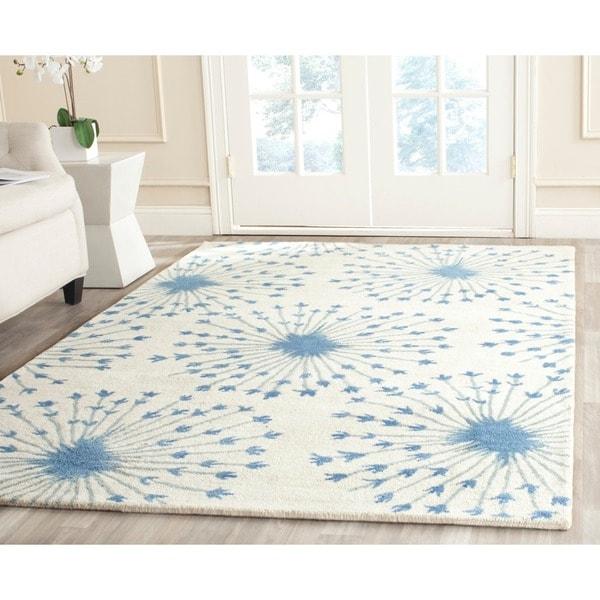 Safavieh Handmade Bella Beige/ Blue Wool Rug (5' x 8')