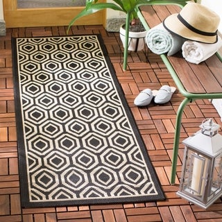 Safavieh Courtyard Honeycomb Black/ Beige Indoor/ Outdoor Rug (2'3 x 6'7)