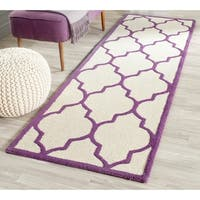"Safavieh Handmade Moroccan Cambridge Ivory/ Purple Wool Rug - 2'6"" x 8'"
