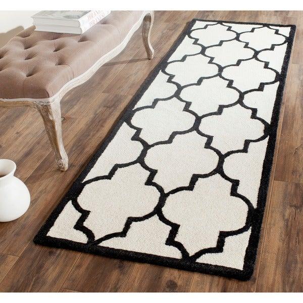 Safavieh Handmade Moroccan Cambridge Ivory/ Black Wool Rug - 2'6 x 8'