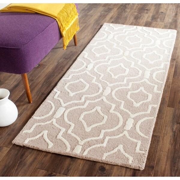 Safavieh Handmade Moroccan Cambridge Beige/ Ivory Wool Rug - 2'6 x 6'