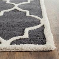Safavieh Handmade Moroccan Cambridge Dark Grey/ Ivory Wool Rug - 2'6 x 4'