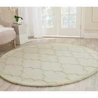 Safavieh Handmade Moroccan Cambridge Ivory/ Light Green Wool Rug - 6' Round