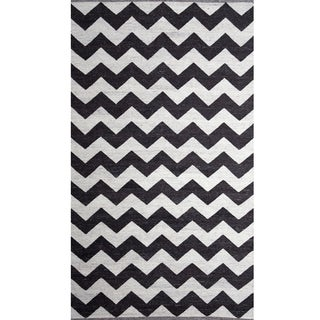 Handwoven Chevron Charcoal/ Natural Wool Rug (India)