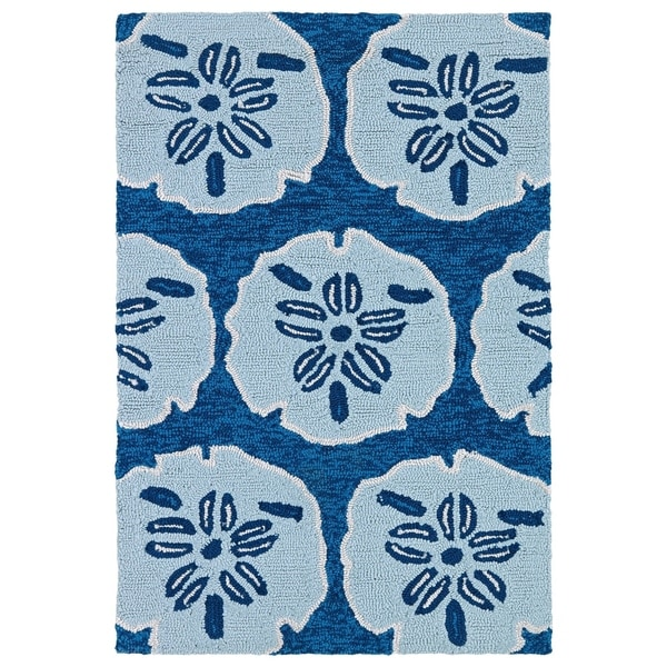 Luau Blue Sand Dollar Indoor/ Outdoor Area Rug (2' x 3') - 2' x 3'