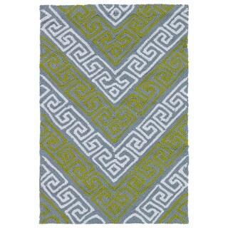 Indoor/ Outdoor Luau Grey Chevron Rug (2' x 3')